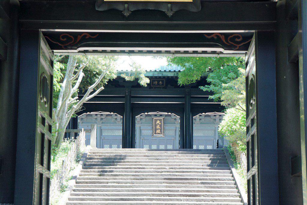 入徳門から大成殿を望む
