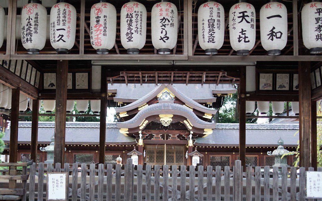 今宮神社 神楽殿越し 本殿