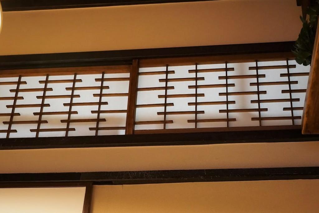 上野 とんかつ 蓬莱屋 欄間