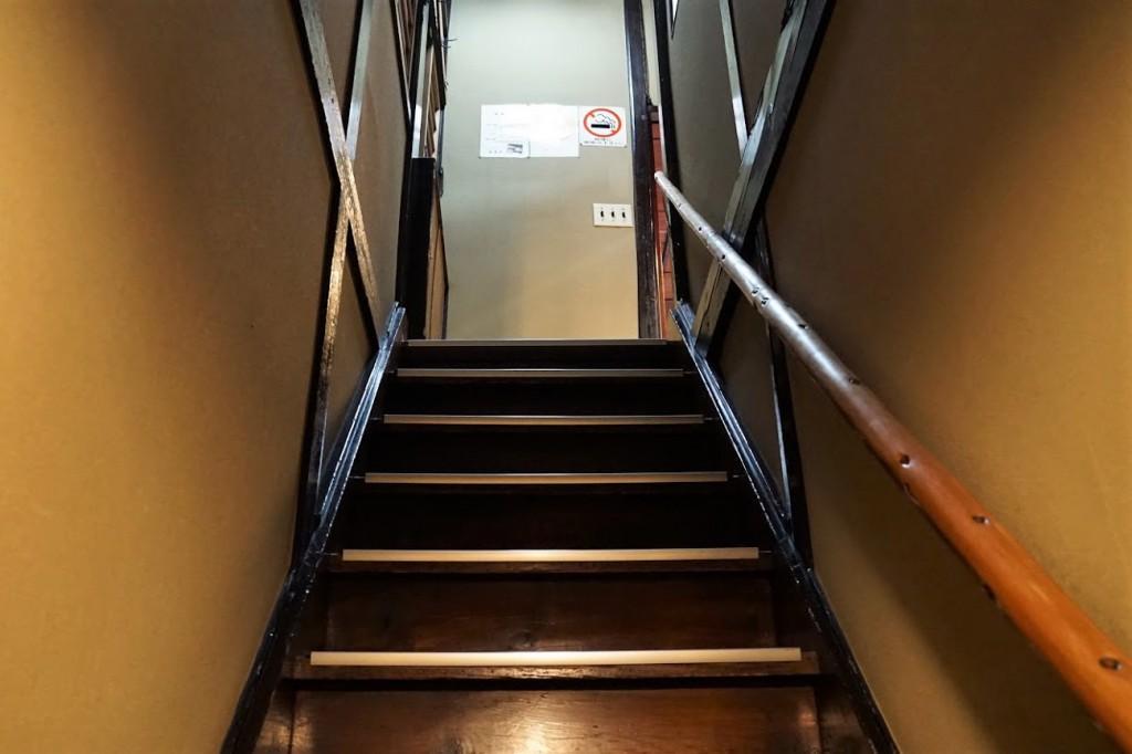 上野 とんかつ 蓬莱屋 階段